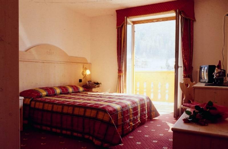 Imagine despre hotel sasso rosso camera rododendro