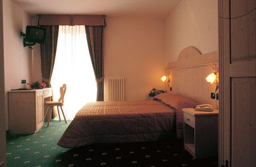 Imagine despre camera hotel sasso rosso